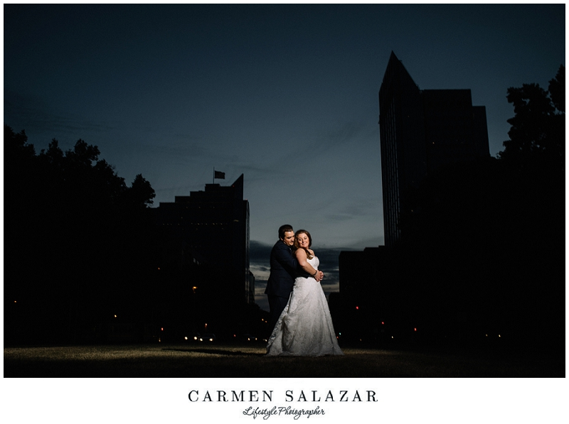creative night wedding photography by Carmen Salazar