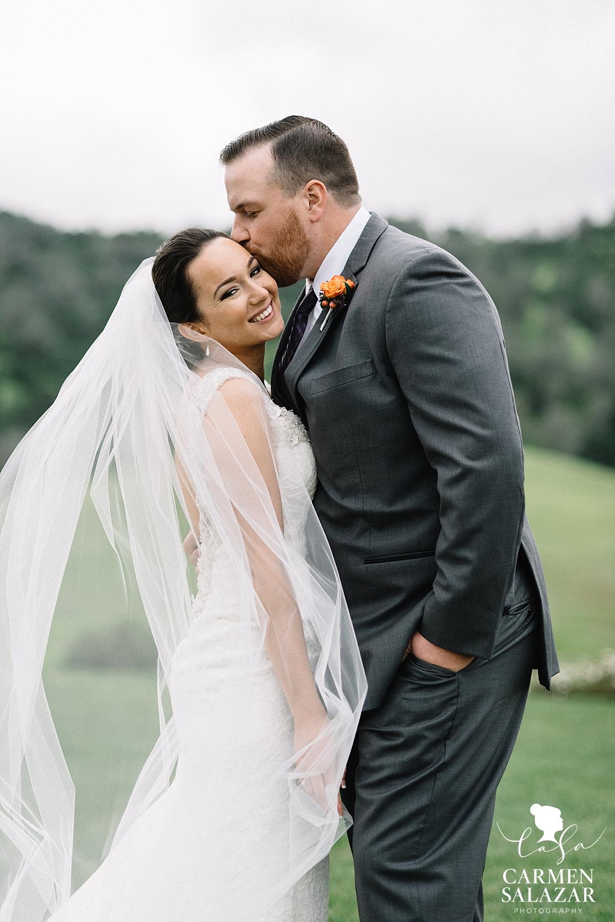 Sweet bride and groom portraits - Carmen Salazar
