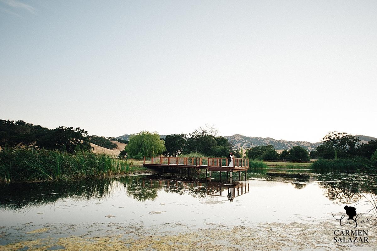 Field & Pond summer wedding landscape - Carmen Salazar