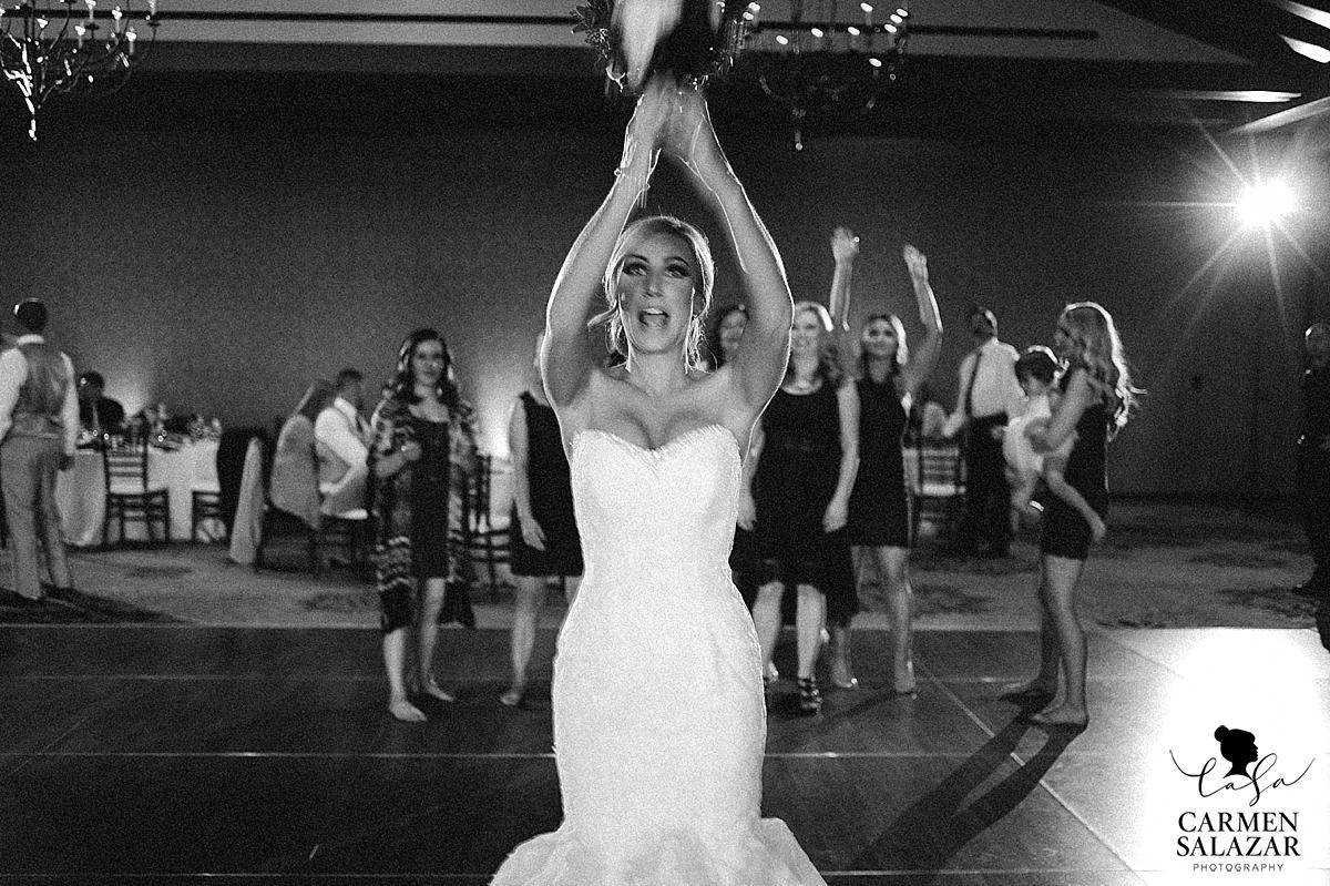 Black and white bouquet toss - Carmen Salazar