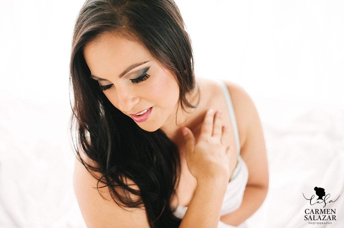 Bright and beautiful boudoir portraits - Carmen Salazar