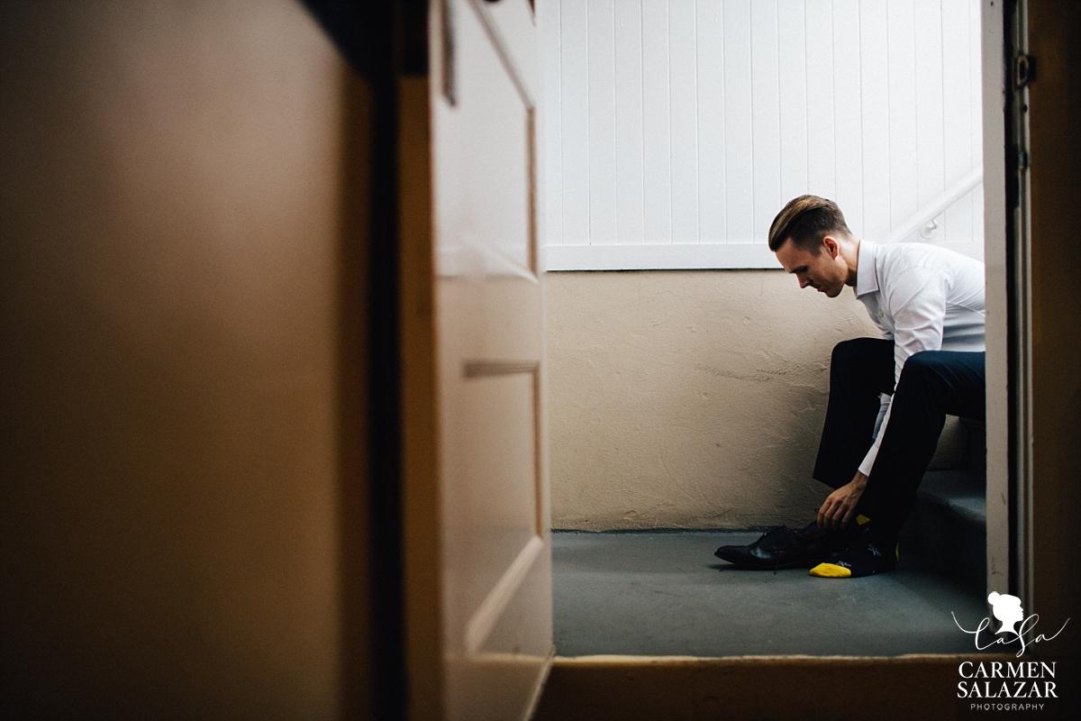 Moody groom getting ready photos - Carmen Salazar