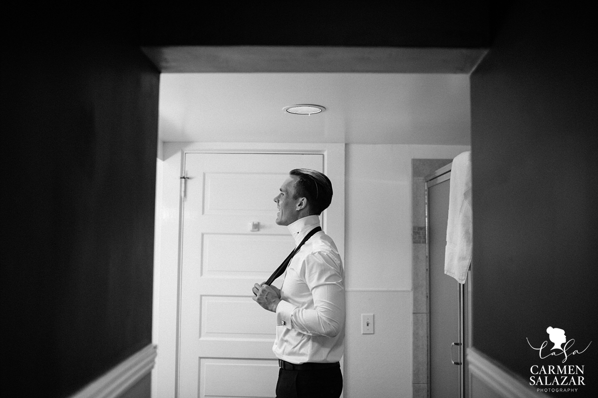 Classic groom's portraits - Carmen Salazar