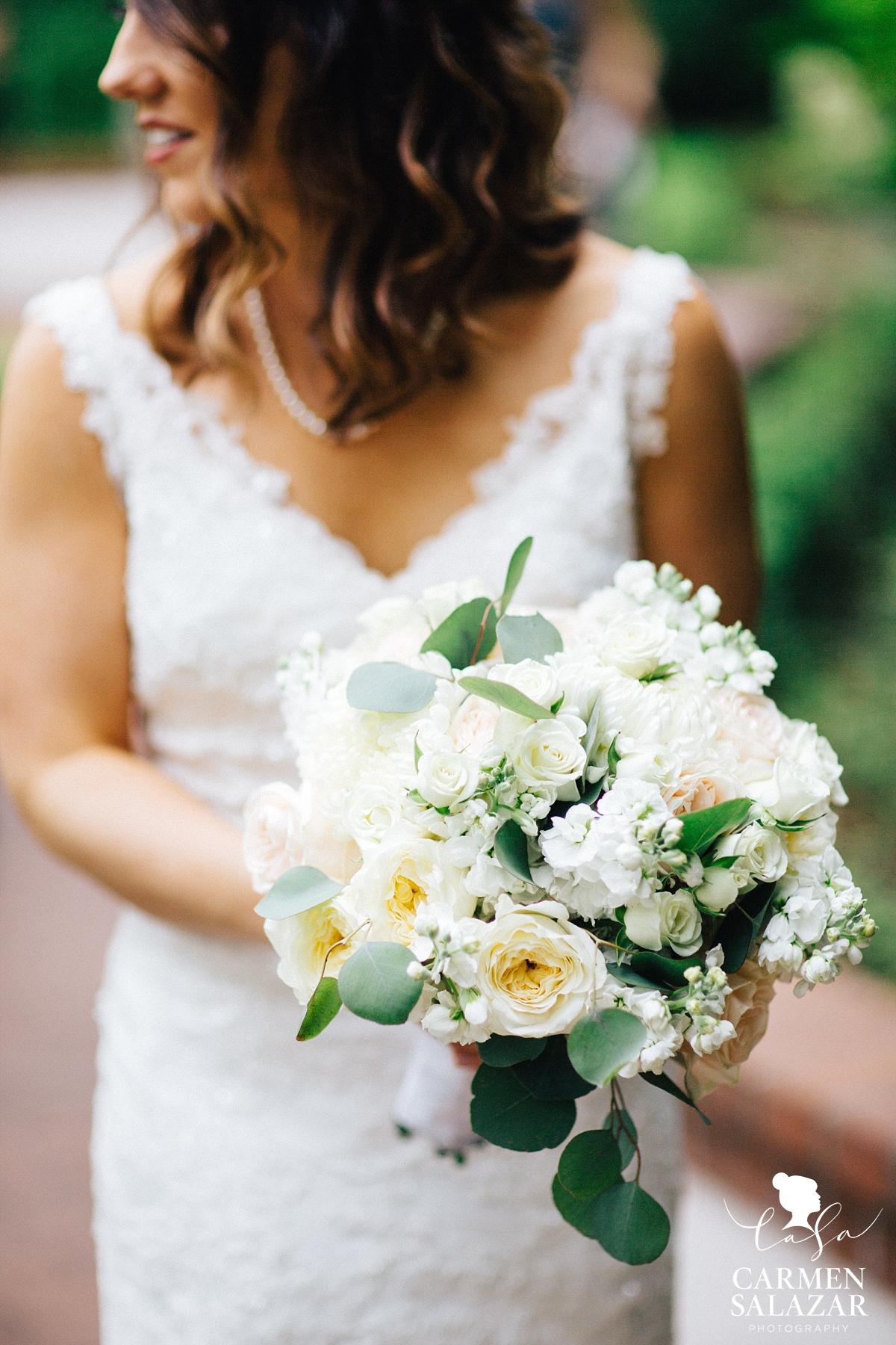 Lovely ivory and mint bridal bouquet - Carmen Salazar