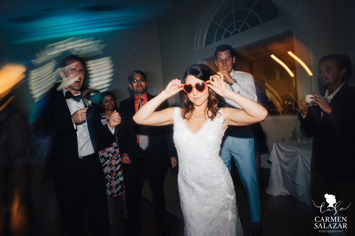 Creative wedding dancing candid photos - Carmen Salazar