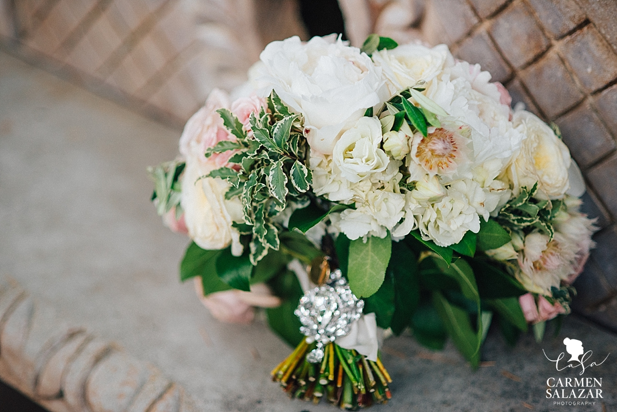 Glamorous and soft bridal bouquet - Carmen Salazar