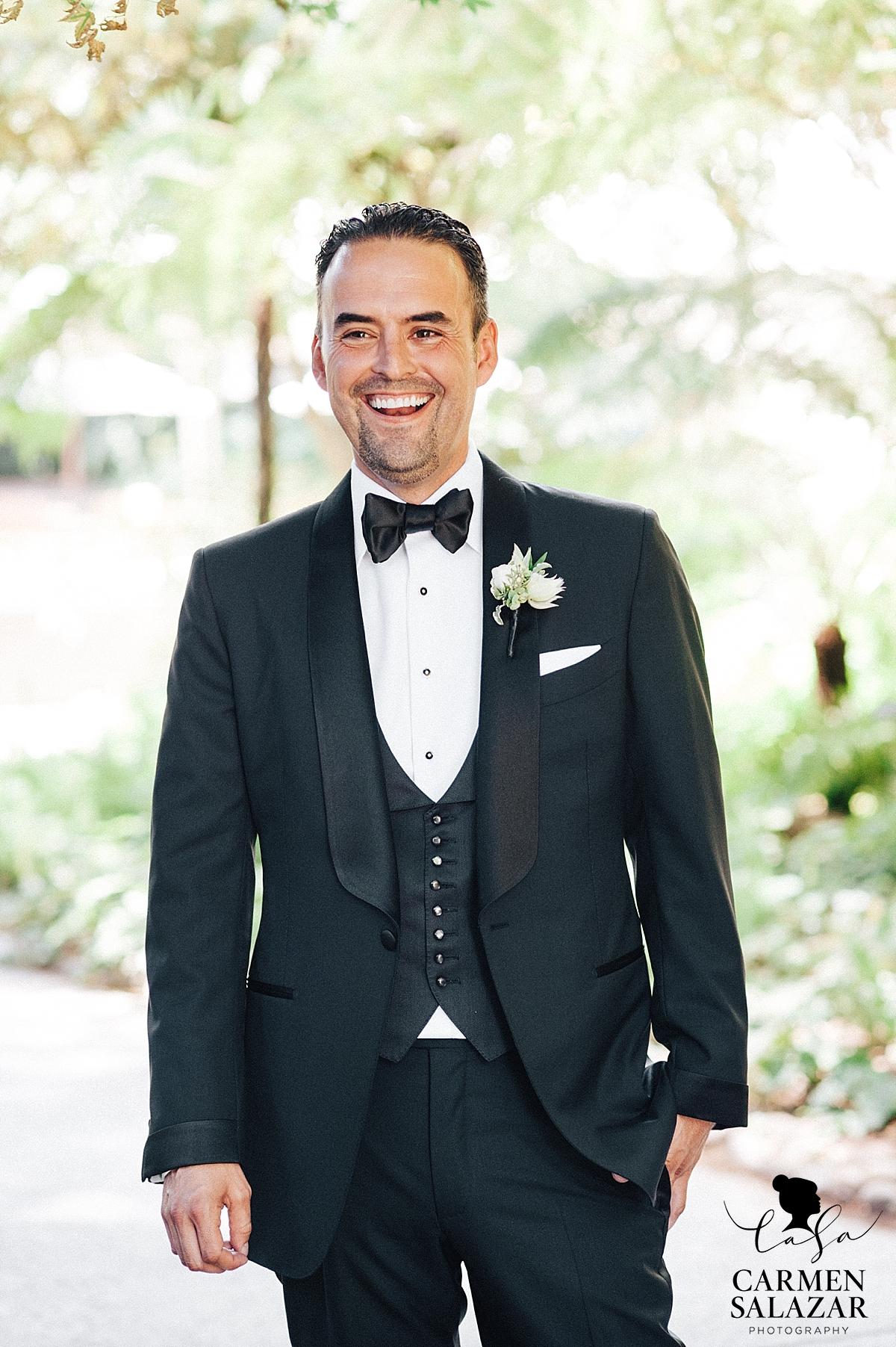Wine & Roses groom wedding portraits - Carmen Salazar