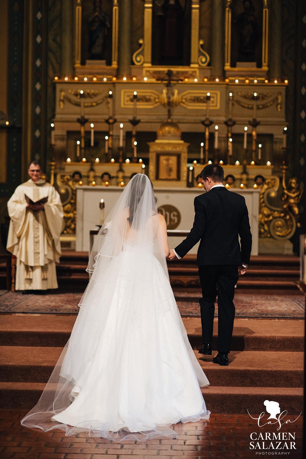 Bride arriving at wedding altar - Carmen Salazar