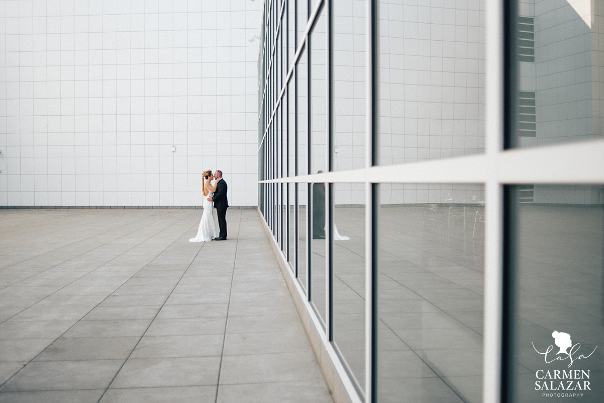 Modern art museum wedding photography - Carmen Salazar