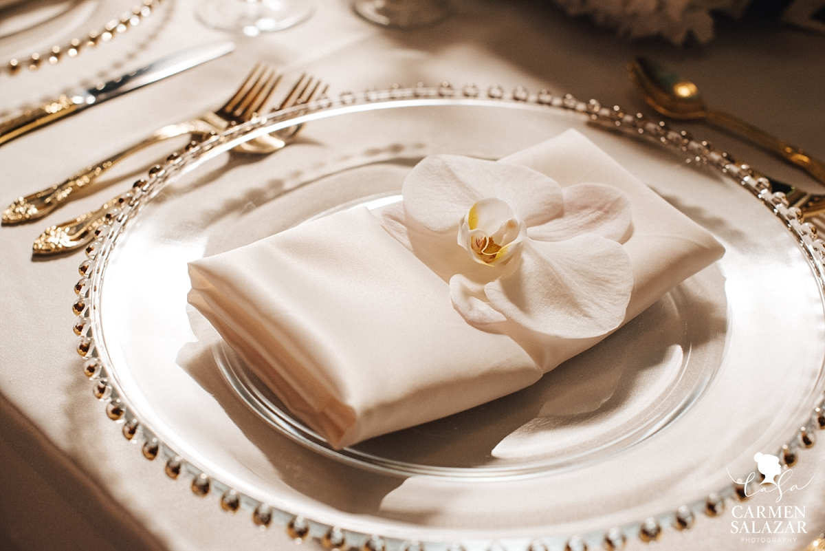 Soft orchid napkin reception detail - Carmen Salazar