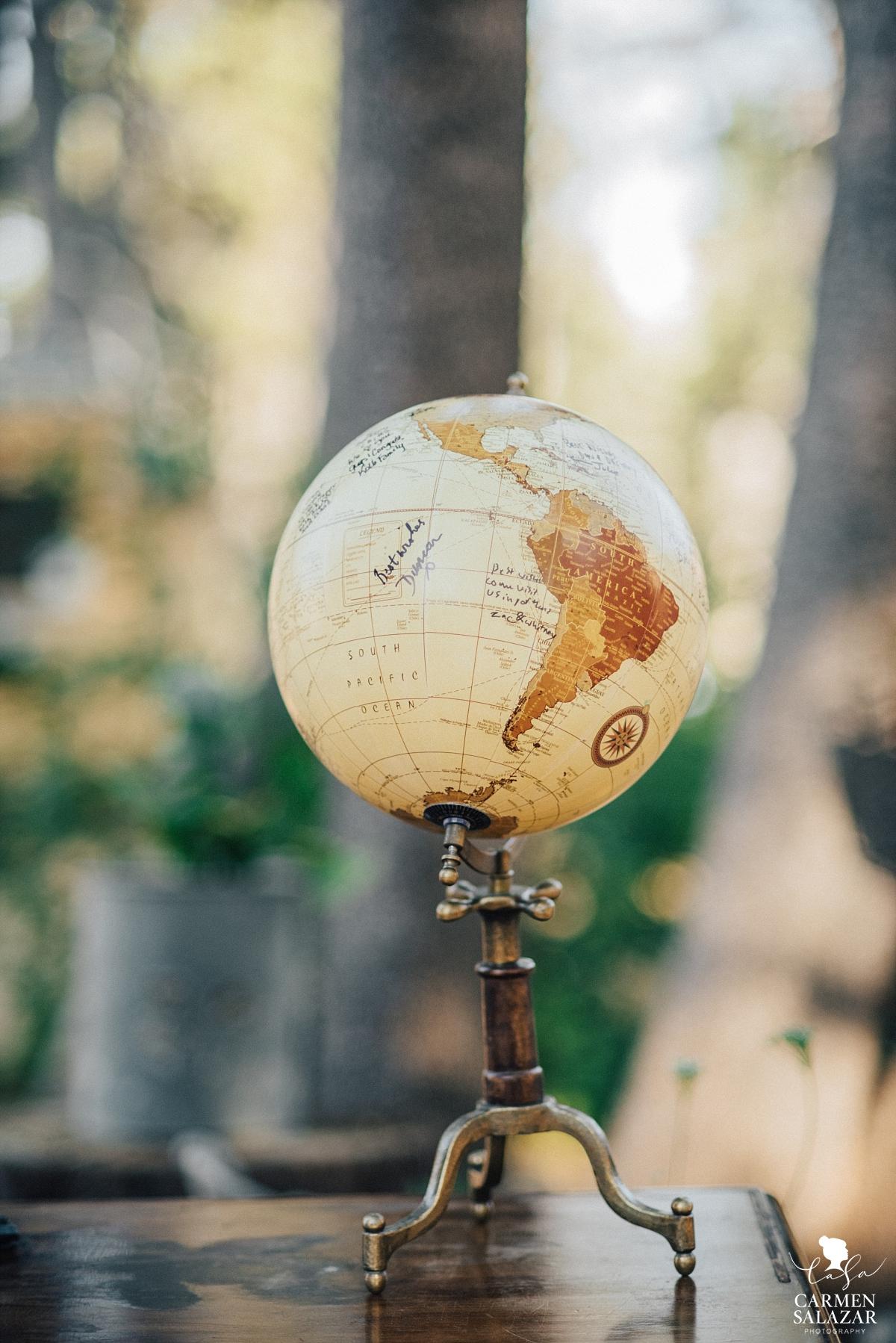 Vintage globe wedding decoration - Carmen Salazar