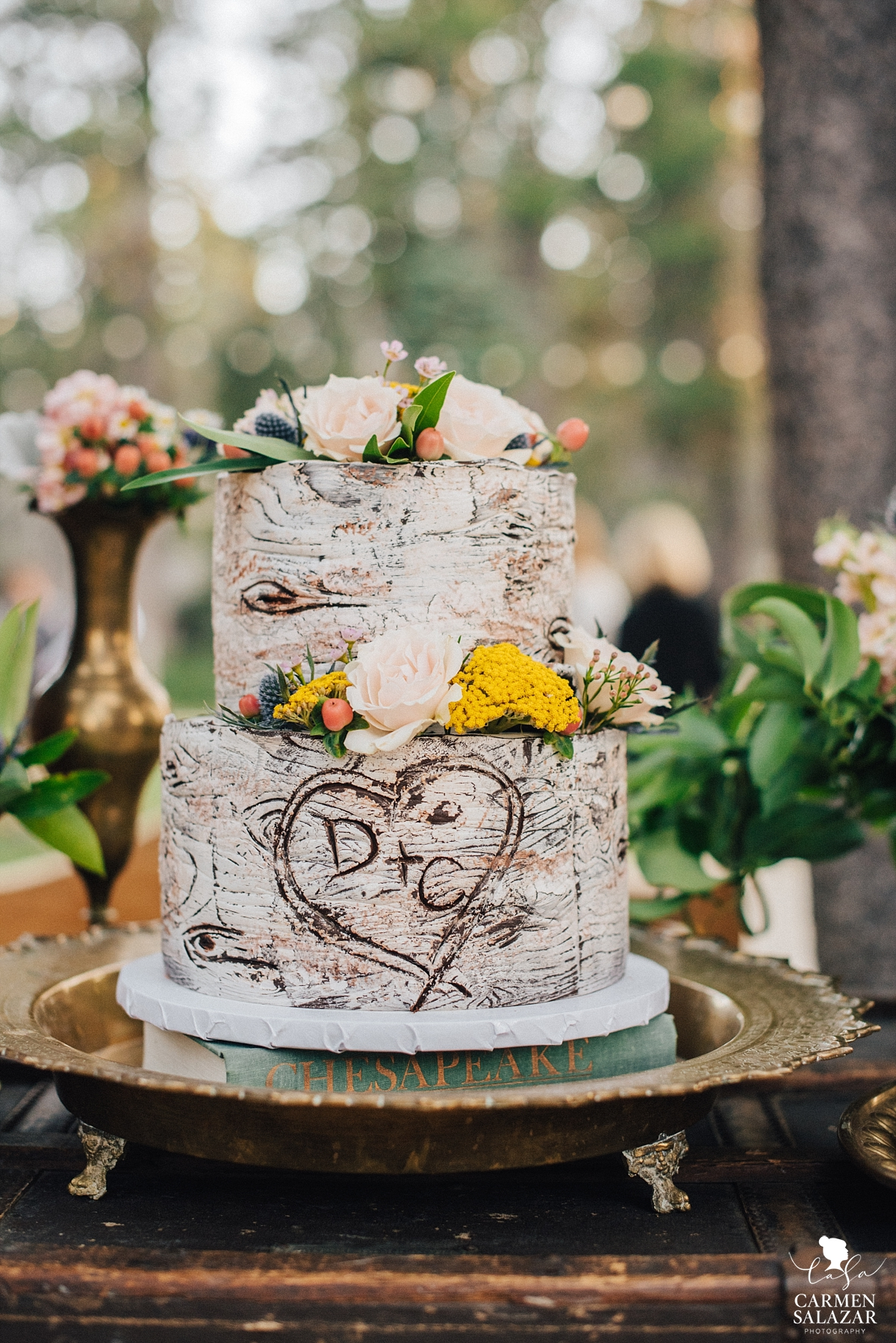 Stunning bohemian tree wedding cake design - Carmen Salazar