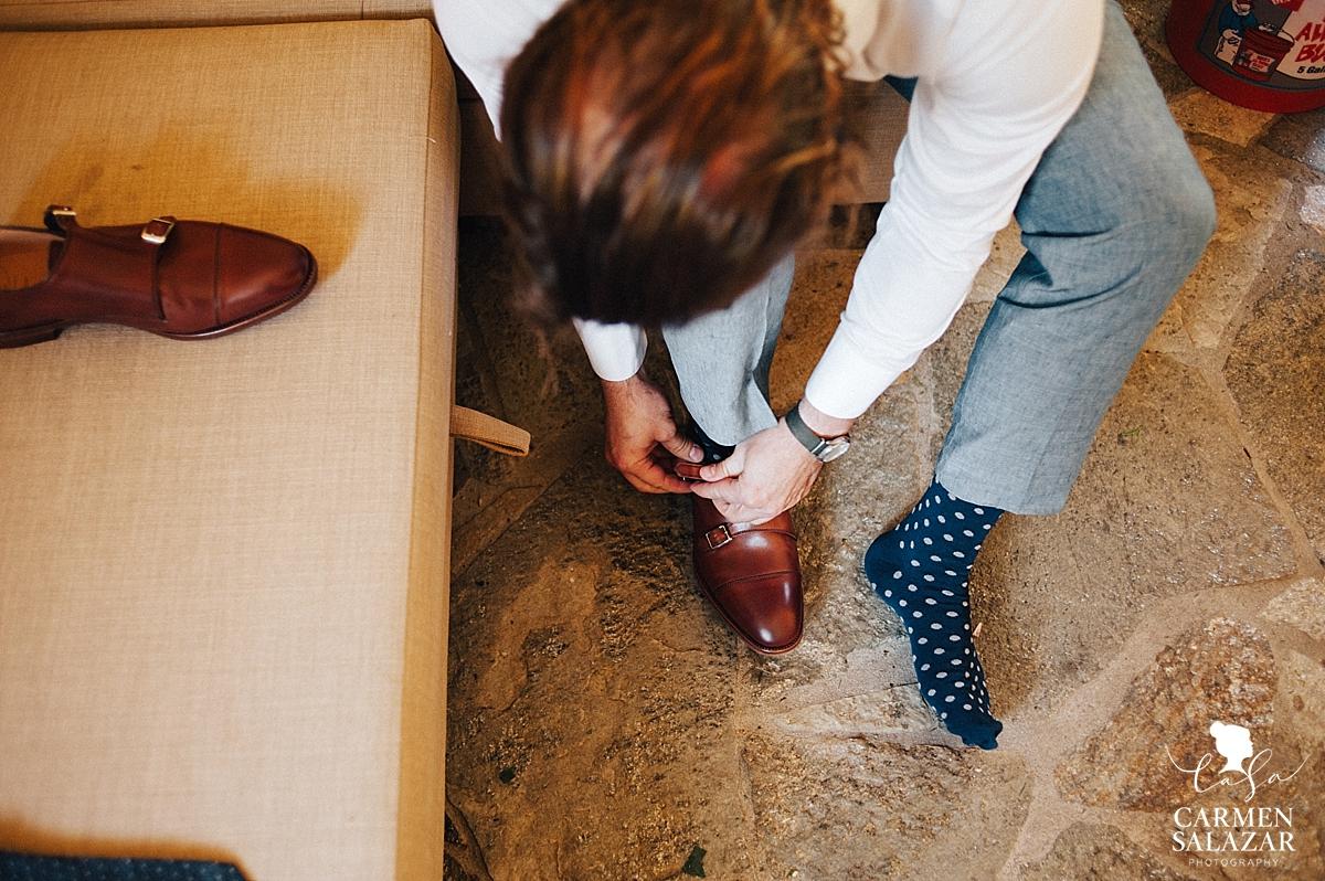 Stylish San Francisco groom getting ready - Carmen Salazar
