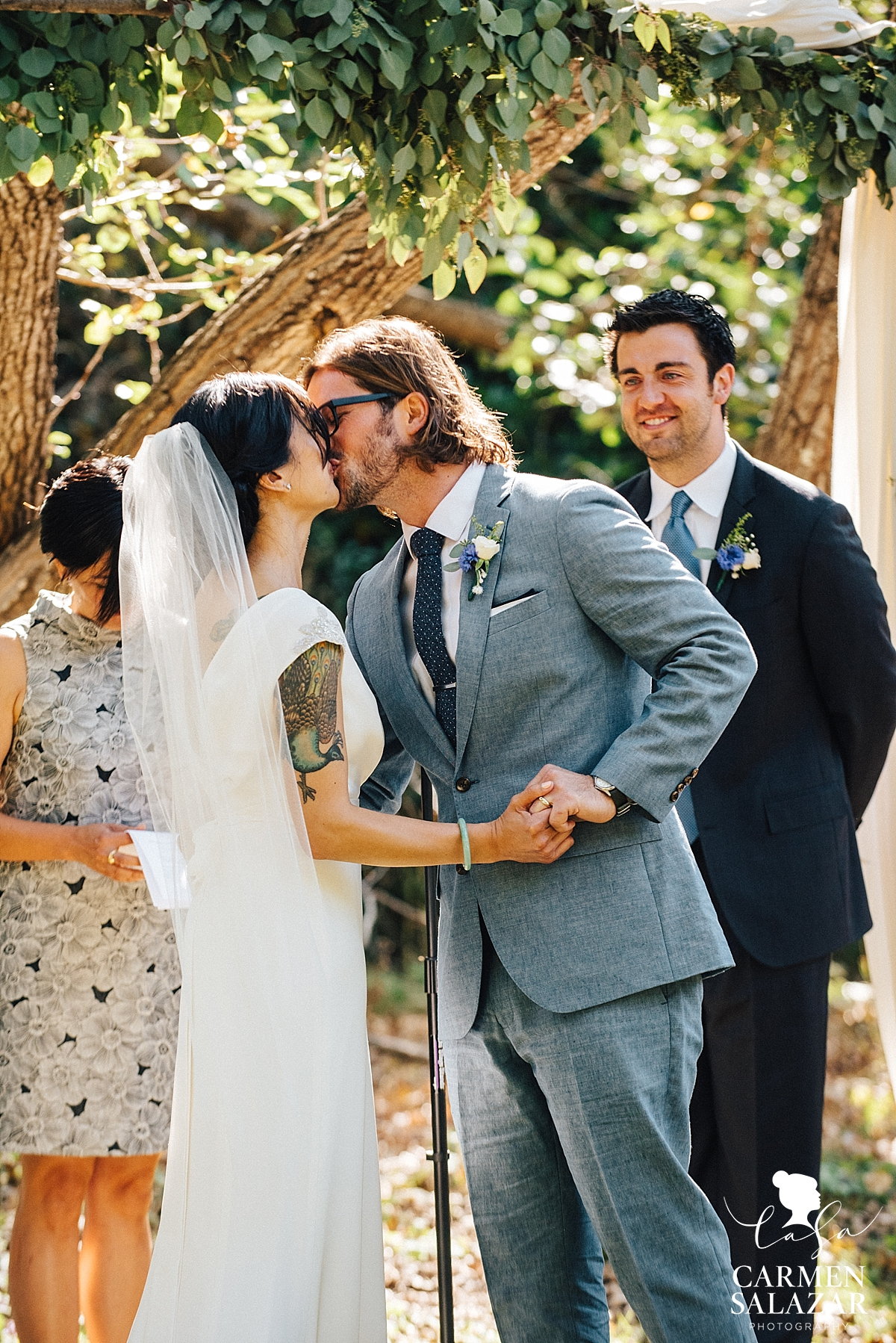 Romantic outdoor first kiss in Santa Cruz - Carmen Salazar