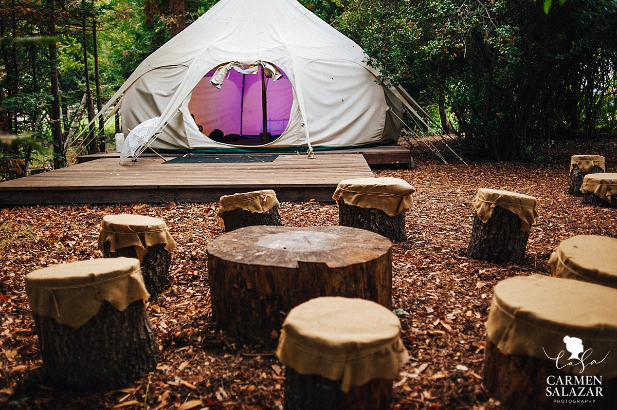 Canvas wedding lounge tent in the woods - Carmen Salazar