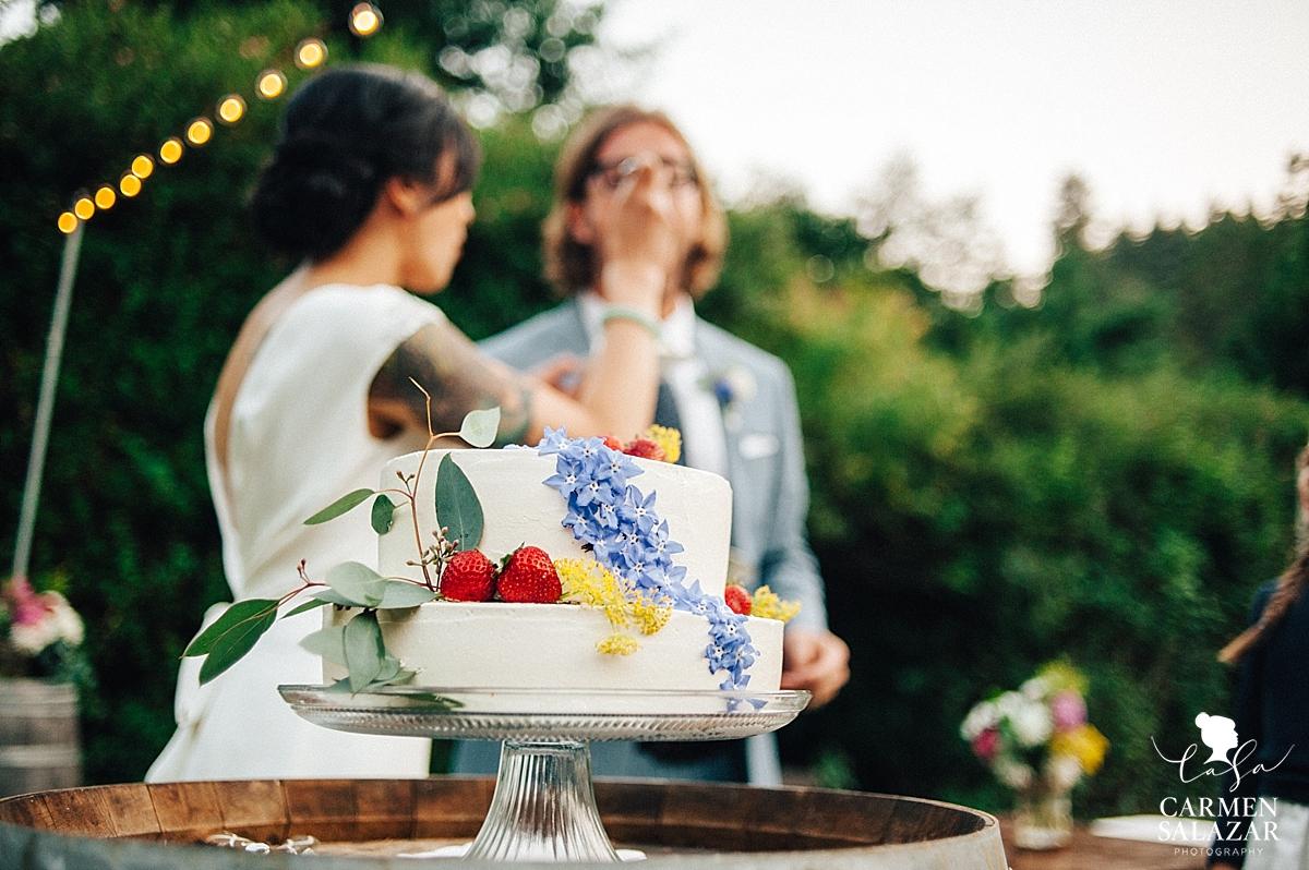 Simple modern wedding cake design detail photo - Carmen Salazar
