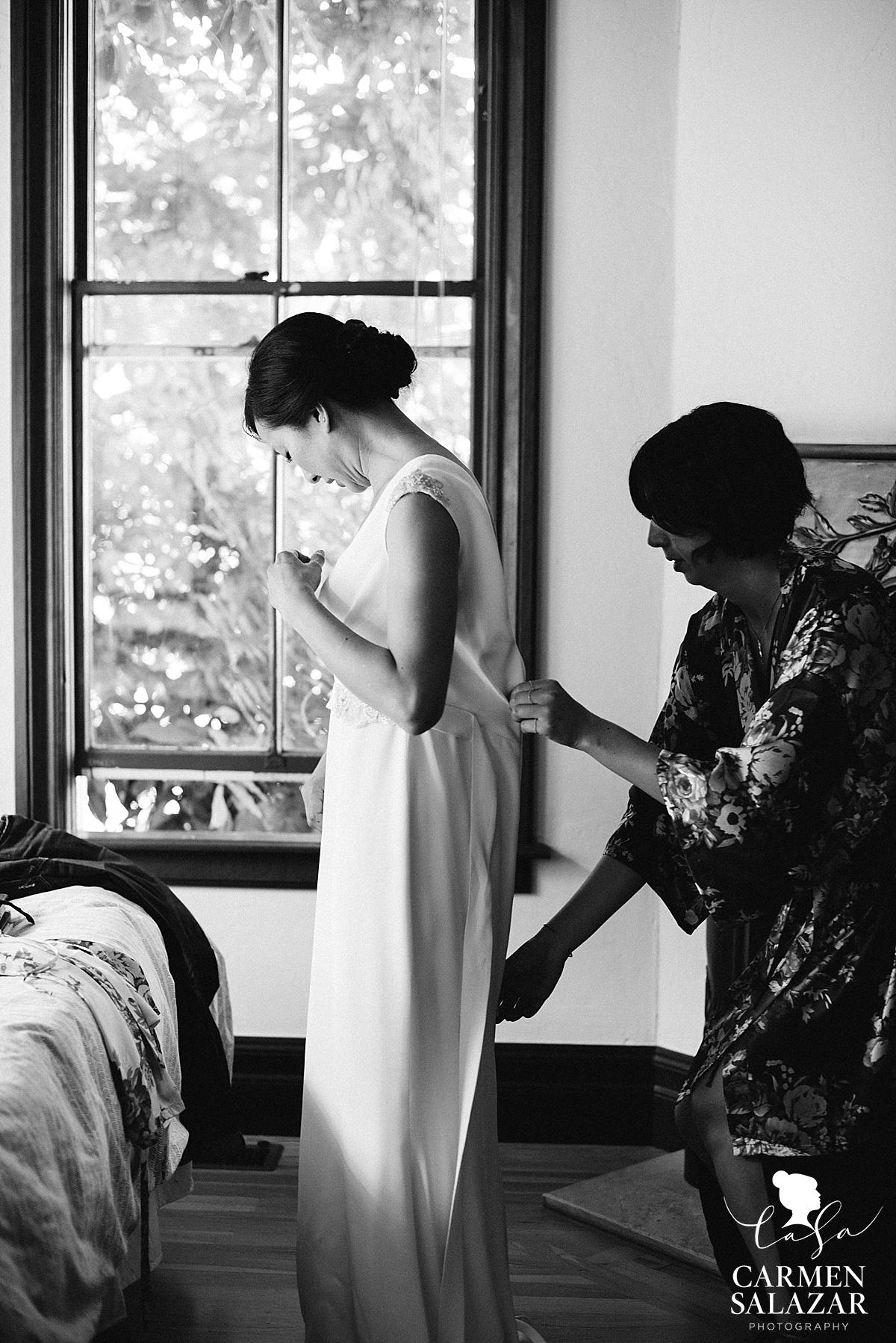 Bride getting ready at intimate Santa Cruz estate - Carmen Salazar