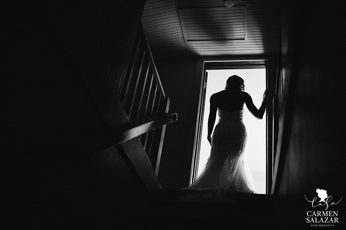 Dark and moody bridal wedding photography - Carmen Salazar