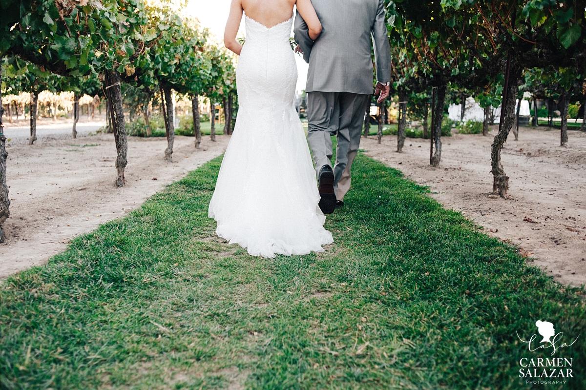 Bride walking down the aisle at Scribner Bend summer wedding - Carmen Salazar