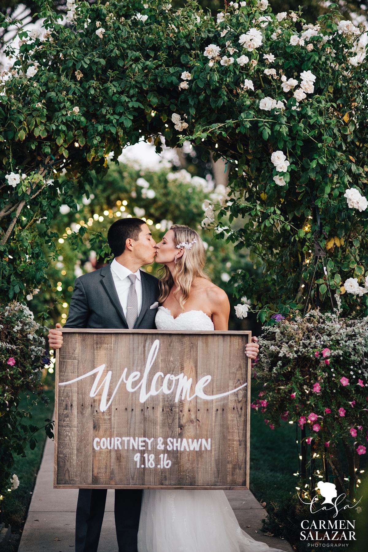 DIY wood wedding welcome sign - Carmen Salazar