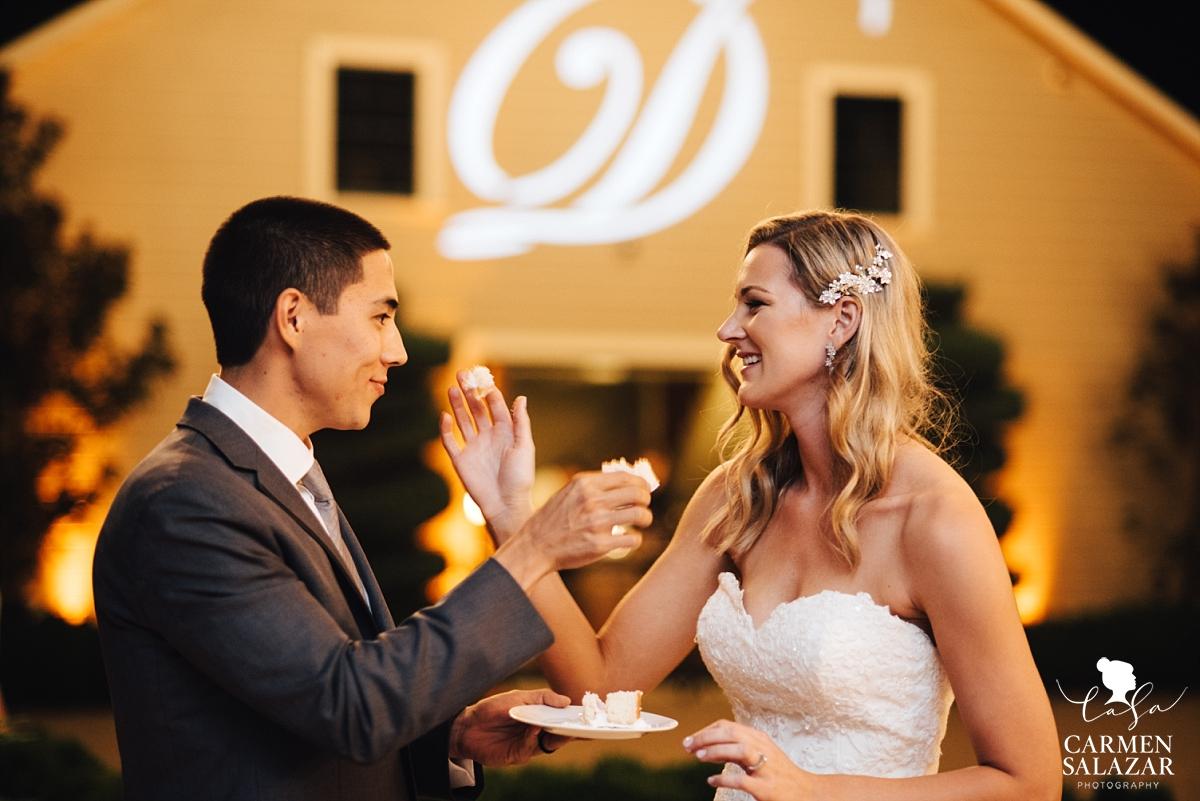 Scribner Bend wedding cake cutting - Carmen Salazar