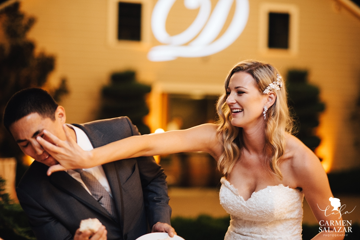 Silly bride and groom cake cutting - Carmen Salazar
