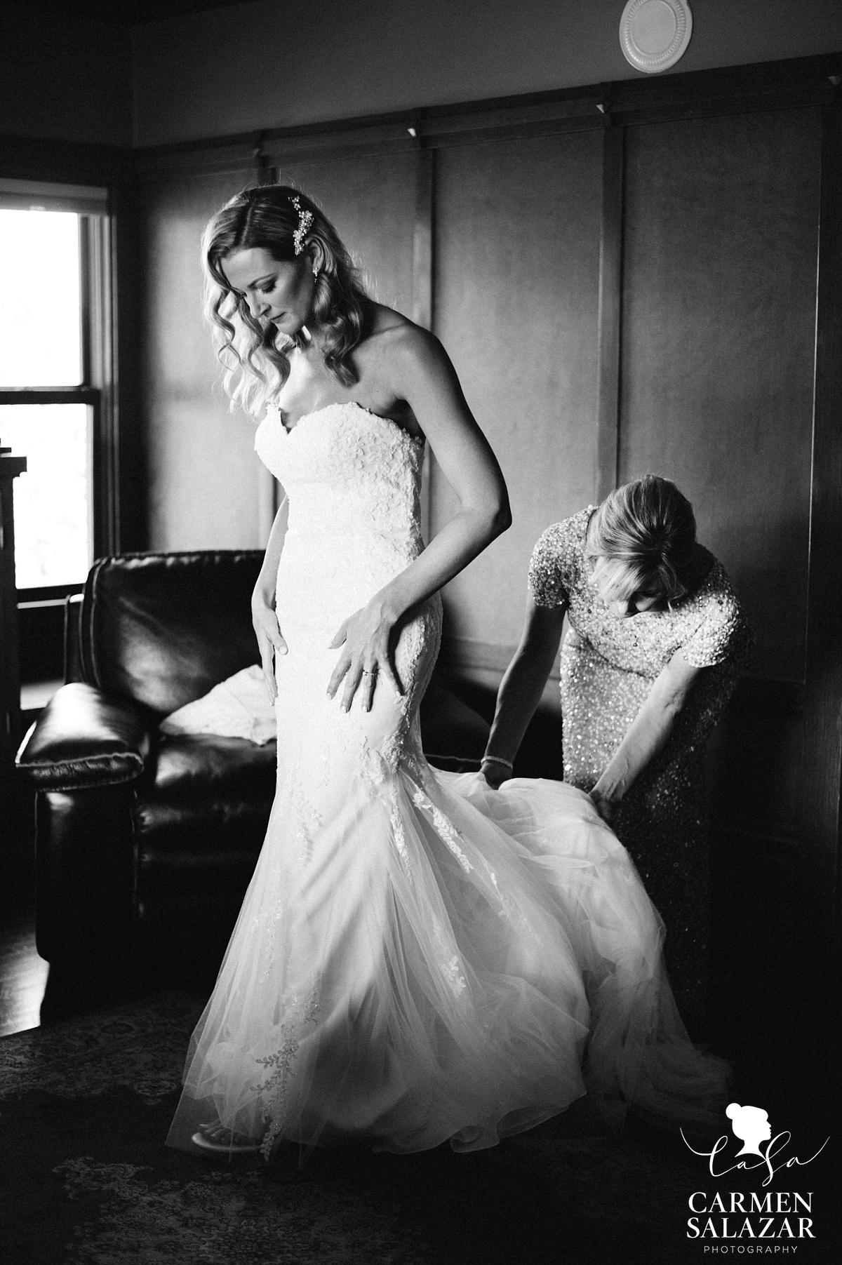 Stunning vintage beauty bride in lace wedding gown - Carmen Salazar