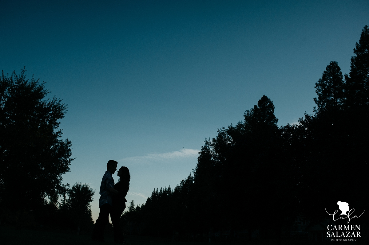 Dramatic landscape engagement photography - Carmen Salazar
