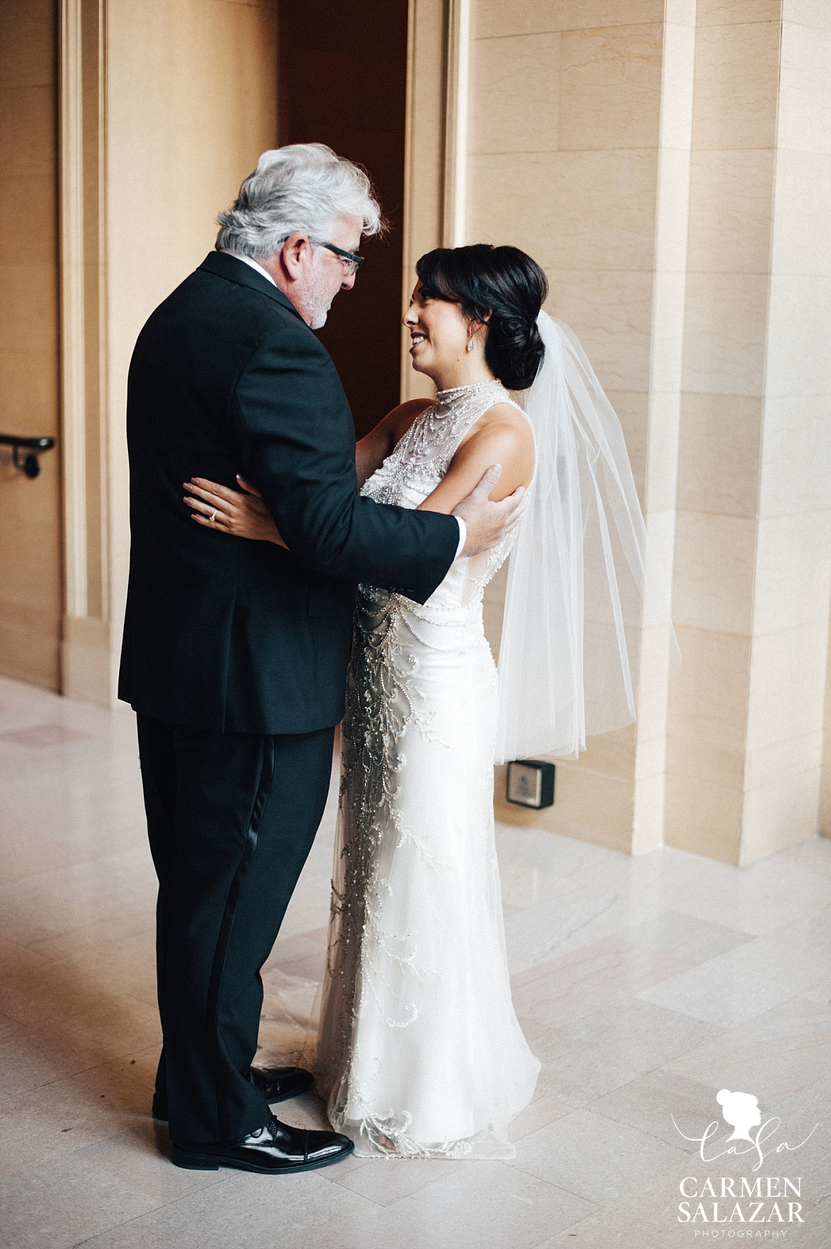 Emotional father sees his daughter before wedding - Carmen Salazar