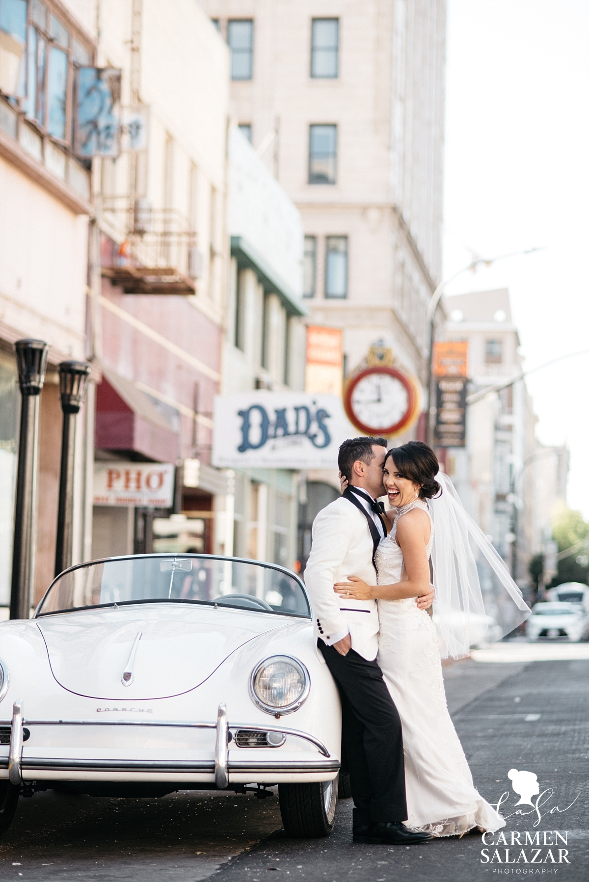 Fun urban bride and groom photography with vintage car - Carmen Salazar