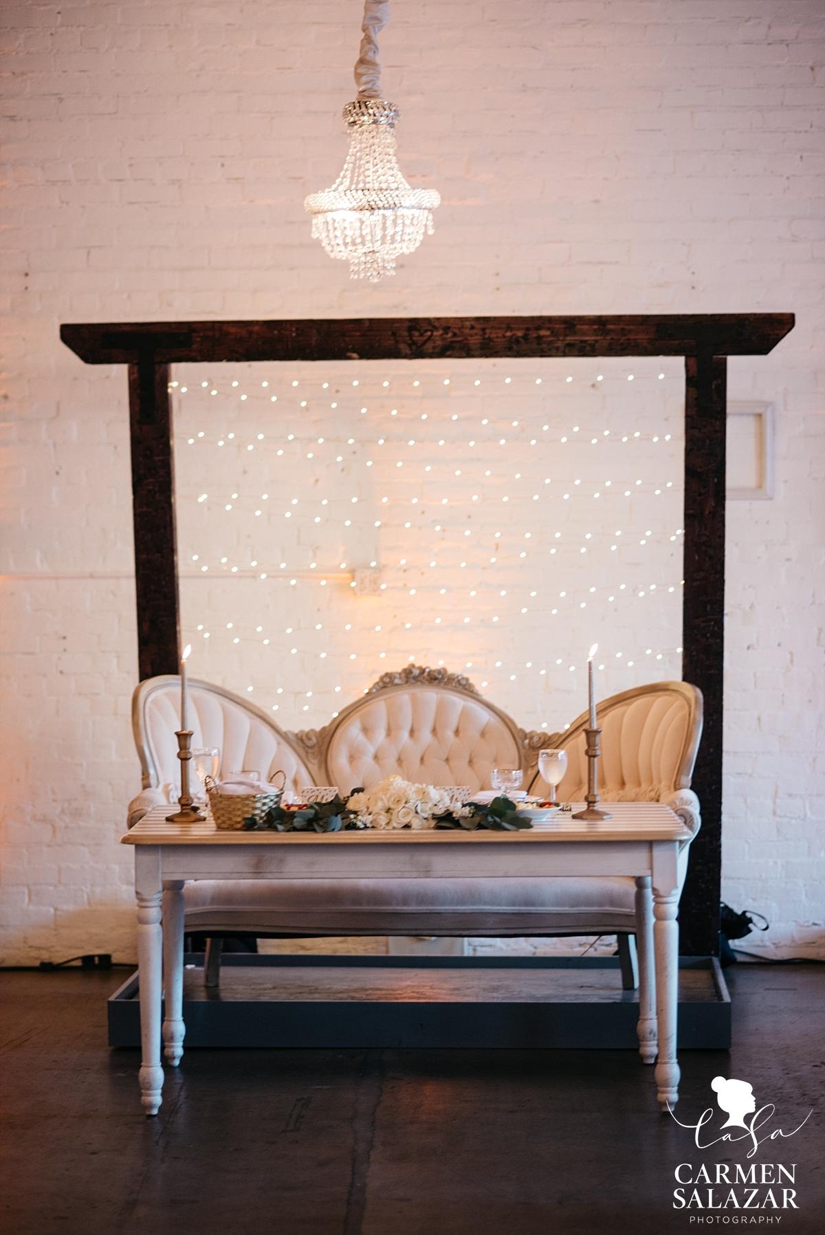 Cute vintage wedding head table design - Carmen Salazar