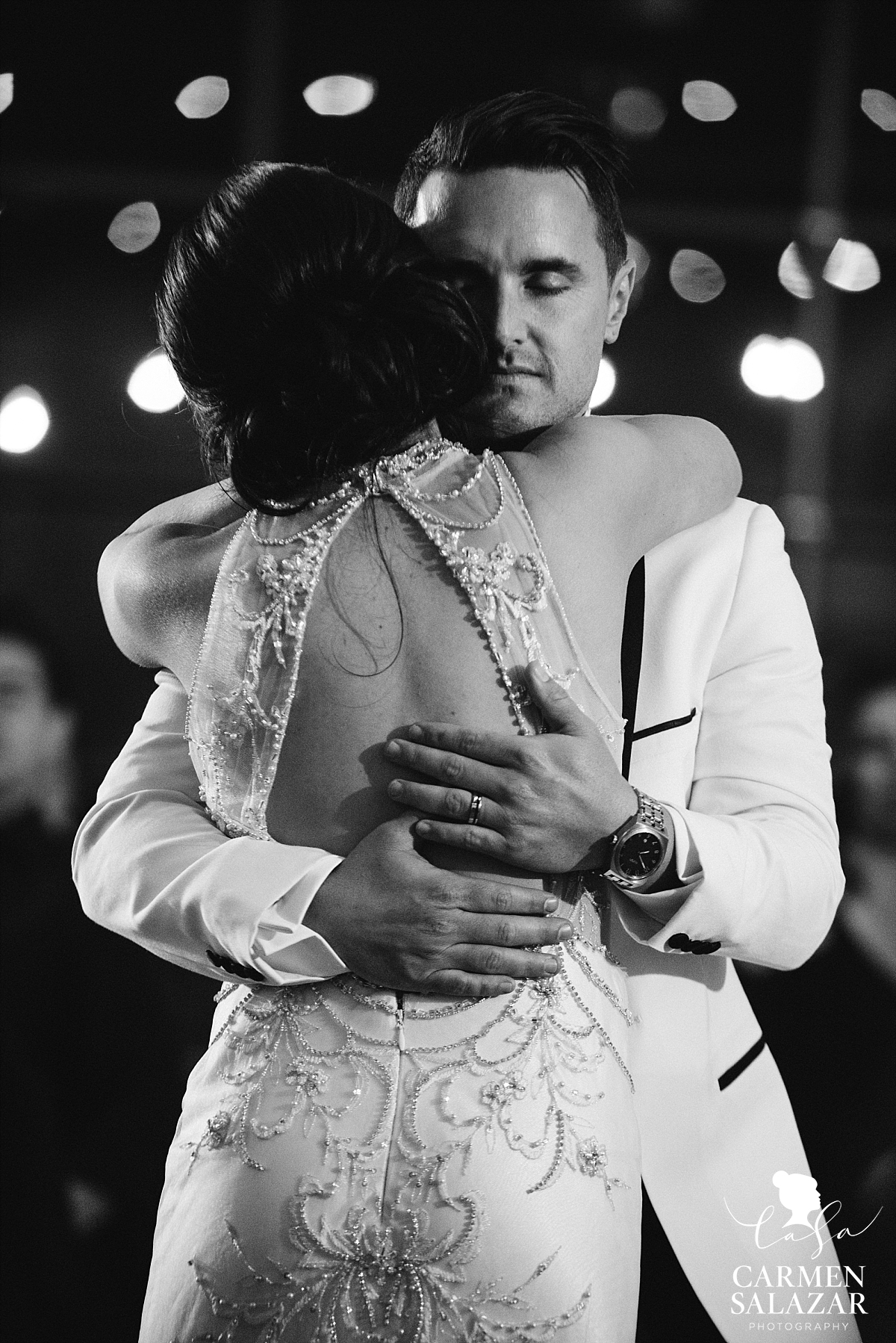 Romantic first dance of vintage bride and groom - Carmen Salazar