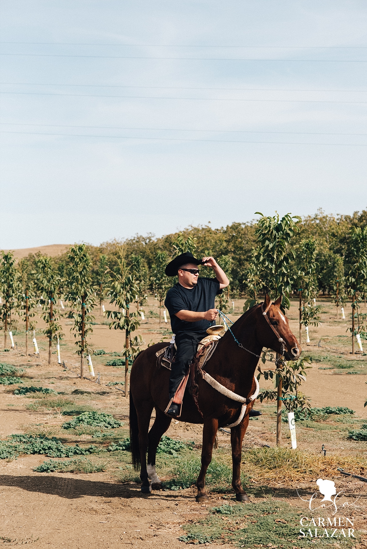 Groom riding his horse before the ceremony - Carmen Salazar