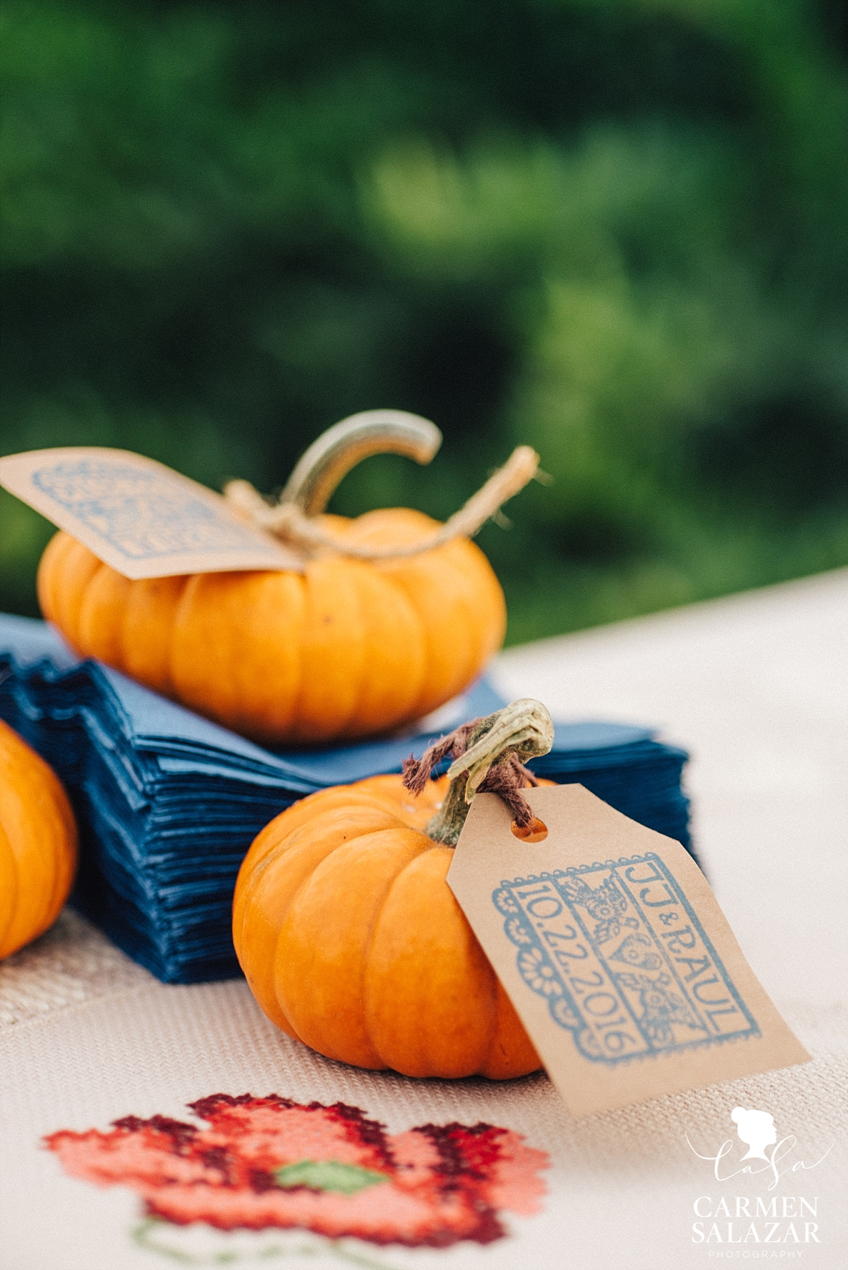 Fall pumpkin DIY wedding favors - Carmen Salazar
