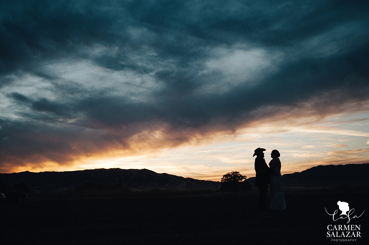 Berryessa Gap sunset wedding photography - Carmen Salazar
