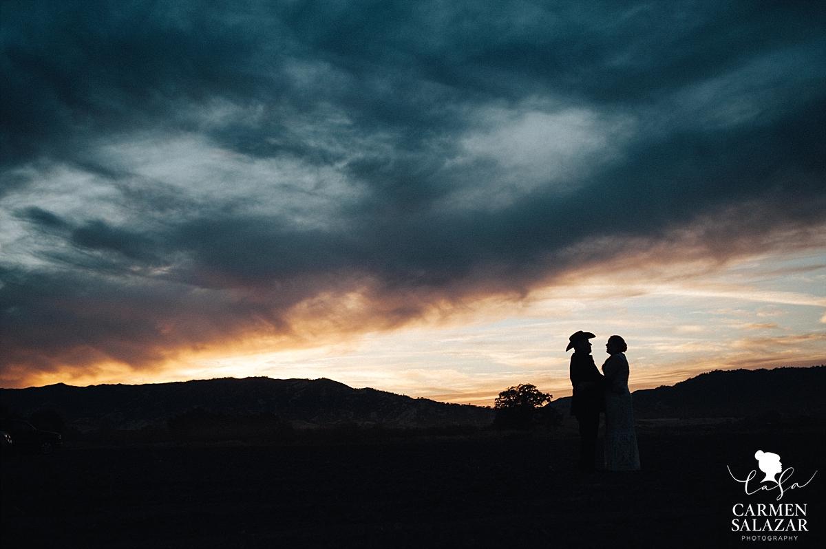 Berryessa Gap sunset wedding photography - Carmen Salazar