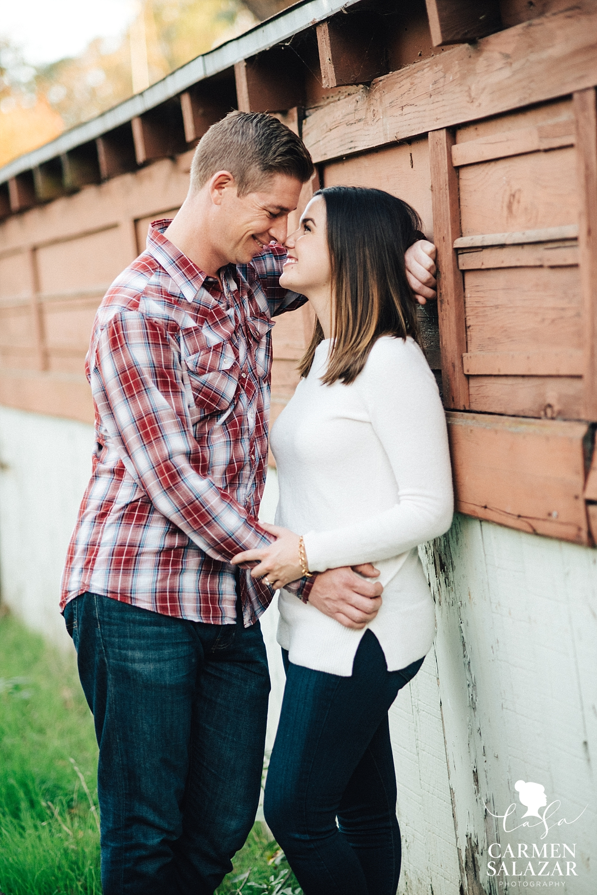 Romantic fall neighborhood engagement session - Carmen Salazar