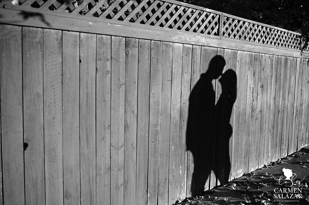 Backyard engagement session silhouette - Carmen Salazar