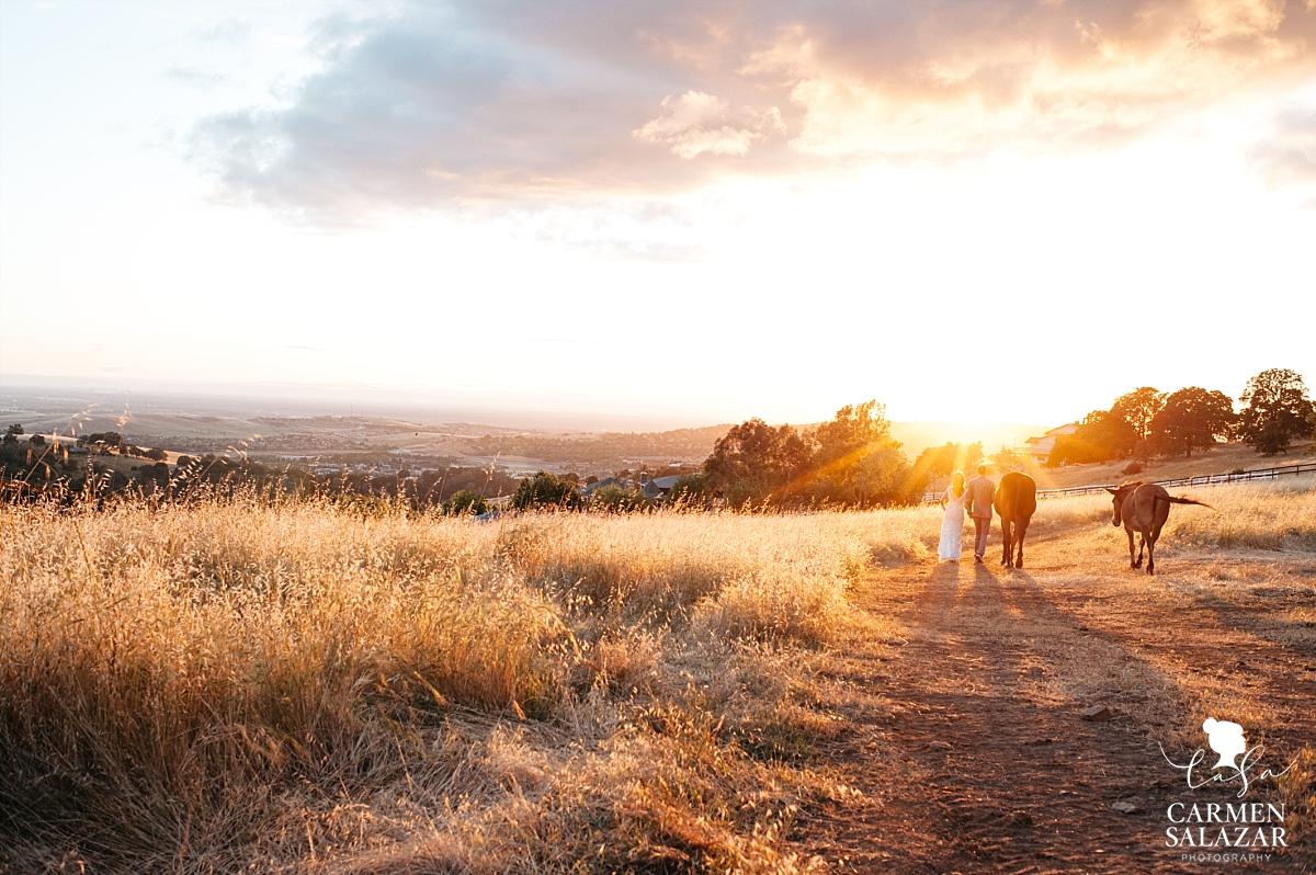 Gorgeous sunset outdoor wedding photography - Carmen Salazar