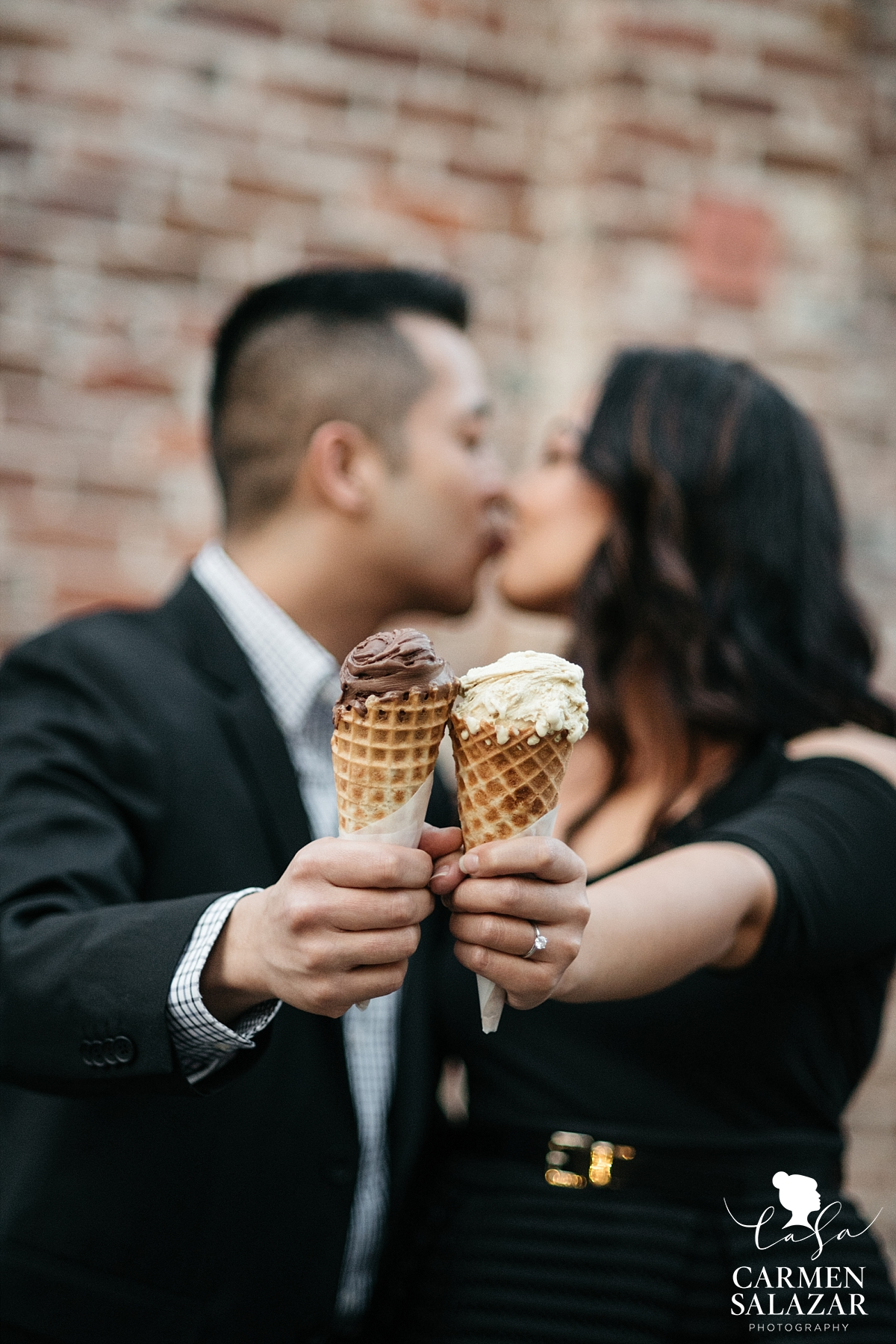 Gelato lovers engagement photography - Carmen Salazar