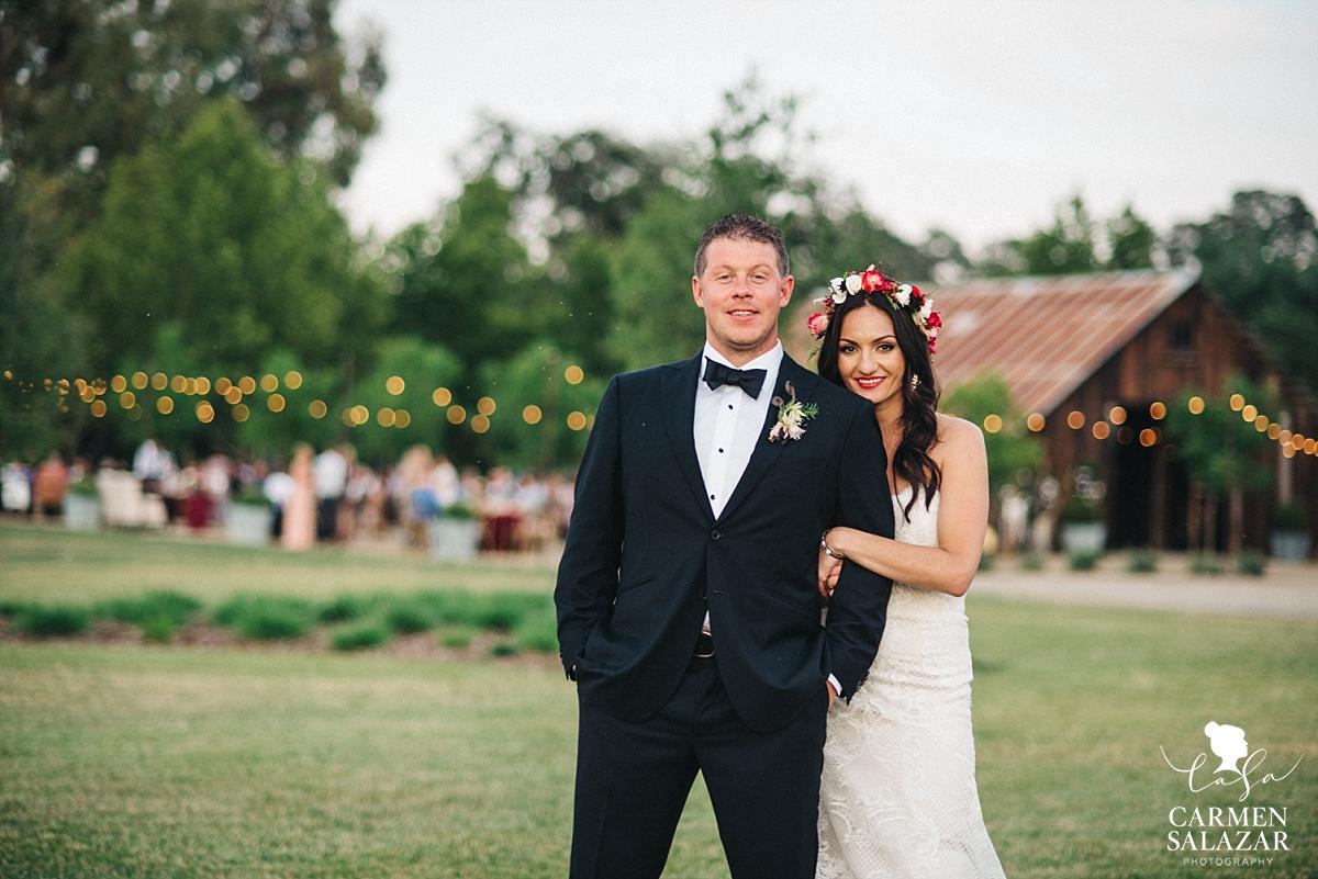 Field and Pond bohemian summer wedding - Carmen Salazar