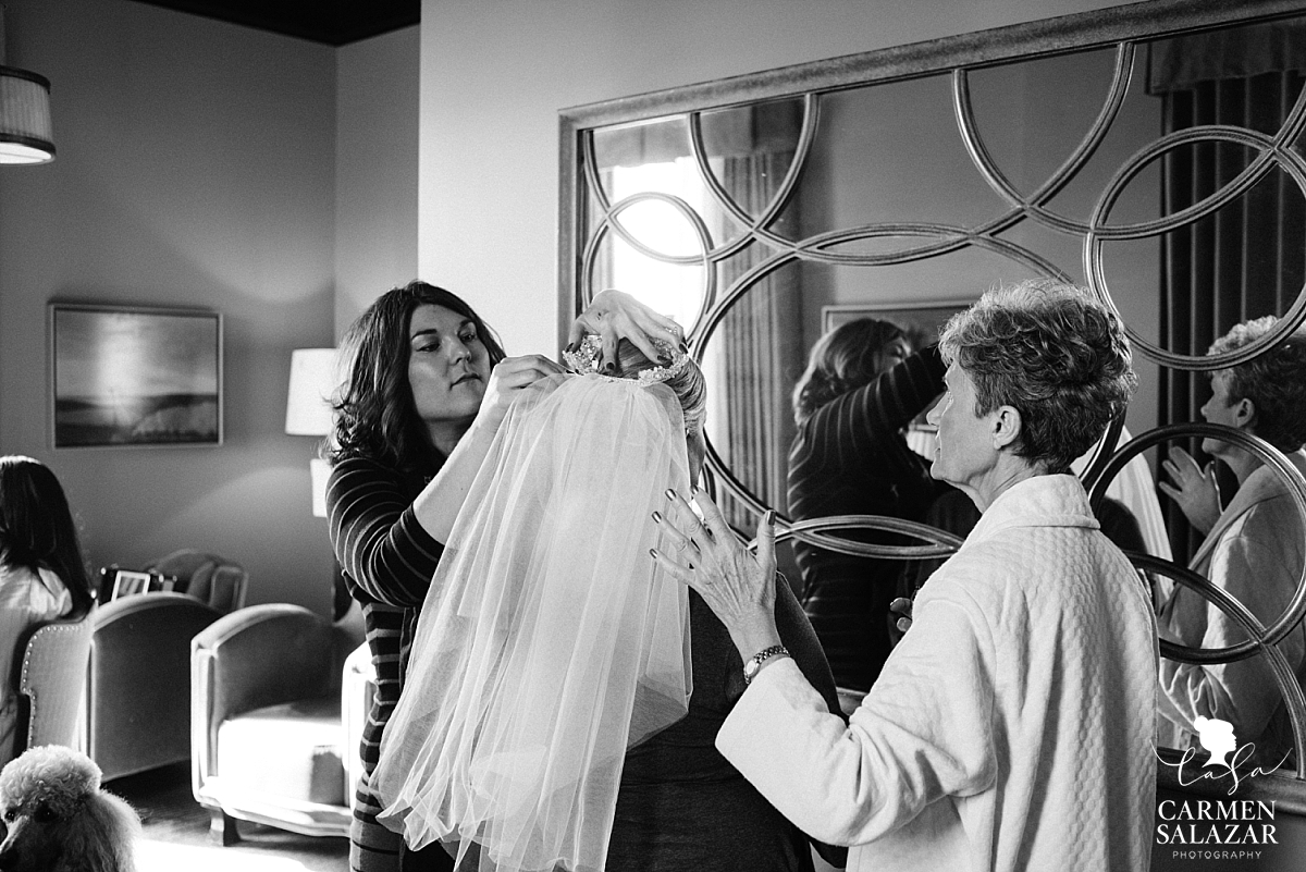 Citizen Hotel bride getting ready - Carmen Salazar