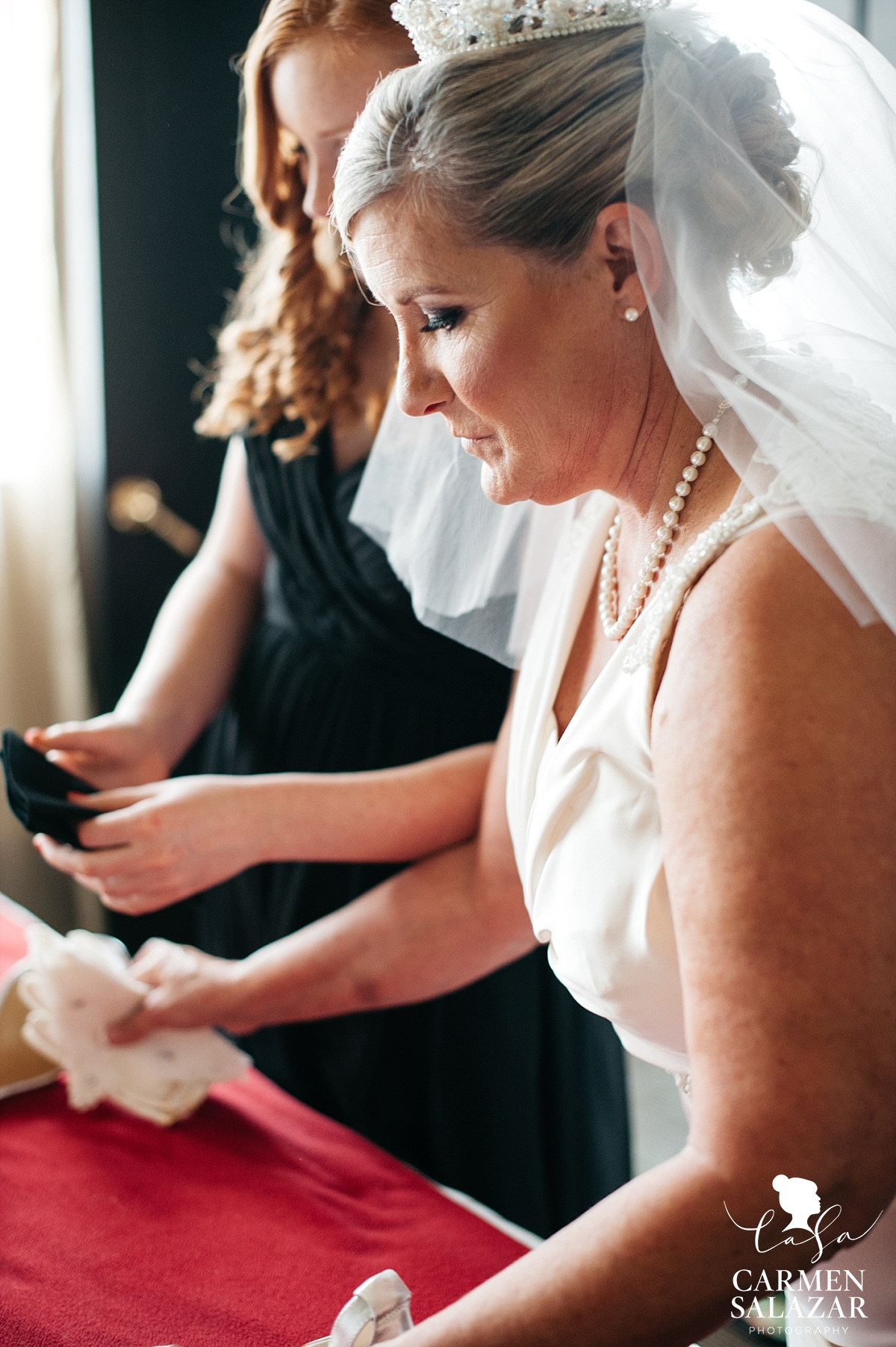 Bride getting ready at Citizen Hotel - Carmen Salazar