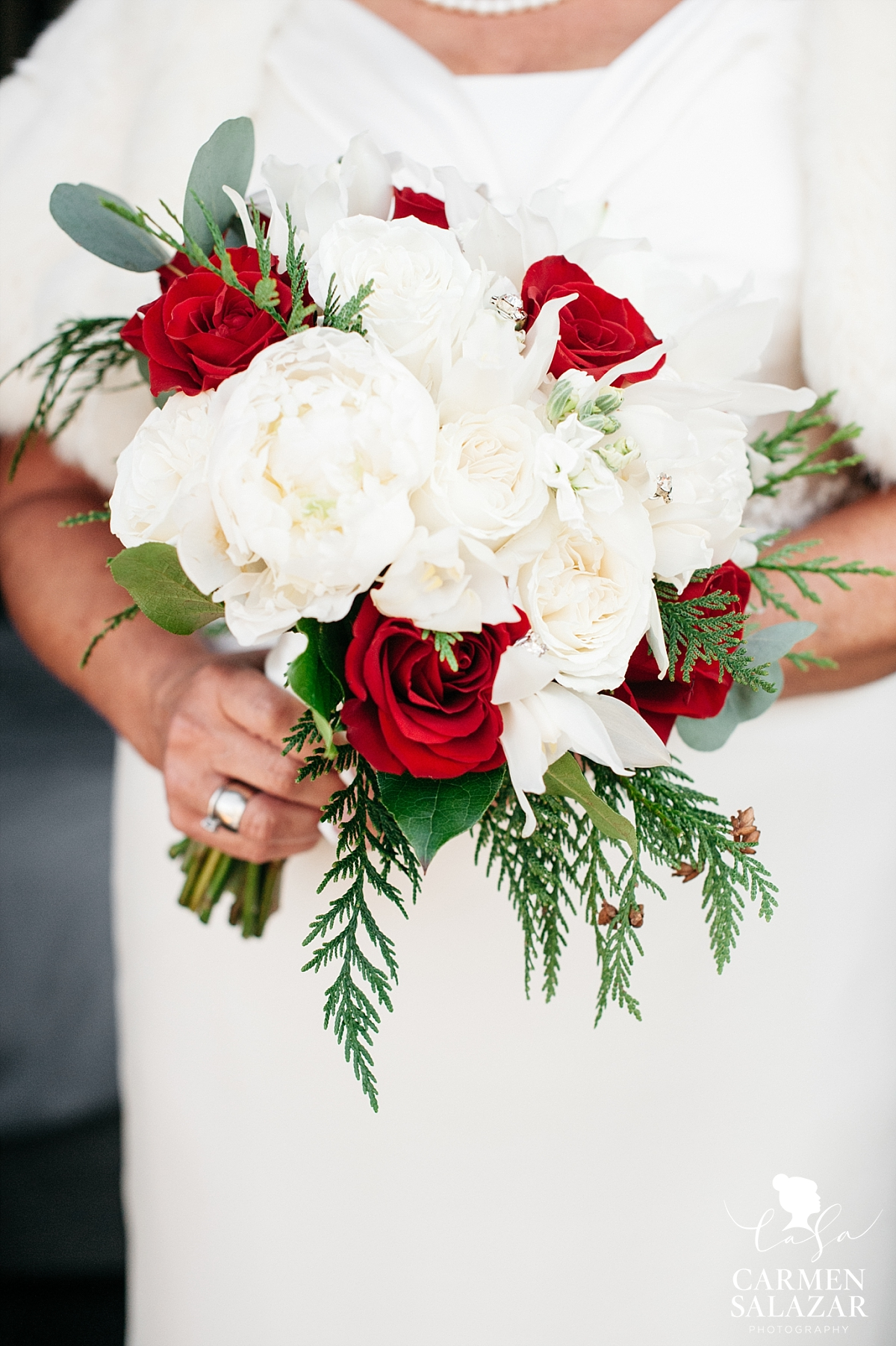 Classic red and white bridal bouquet - Carmen Salazar
