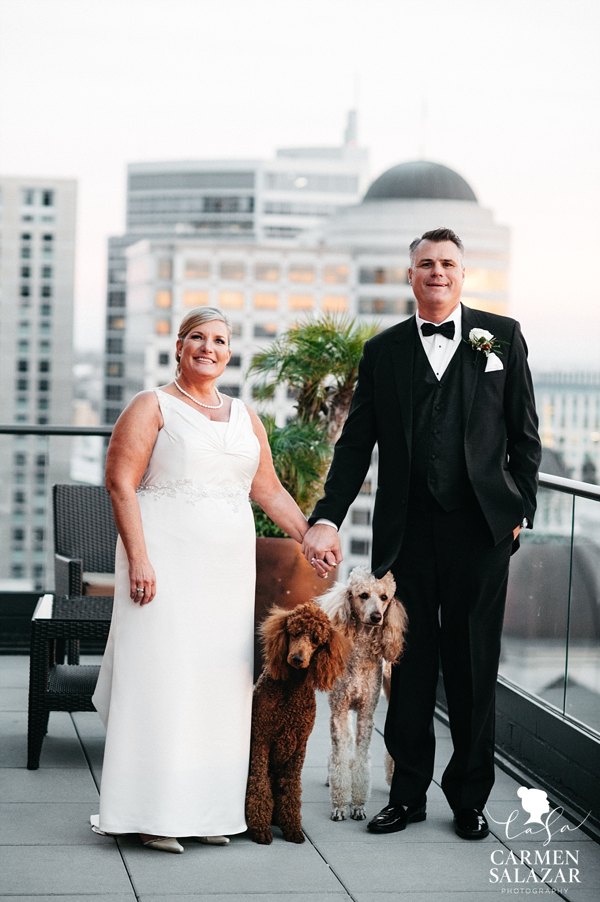 Sunset bride and groom photos at the Citizen Hotel - Carmen Salazar