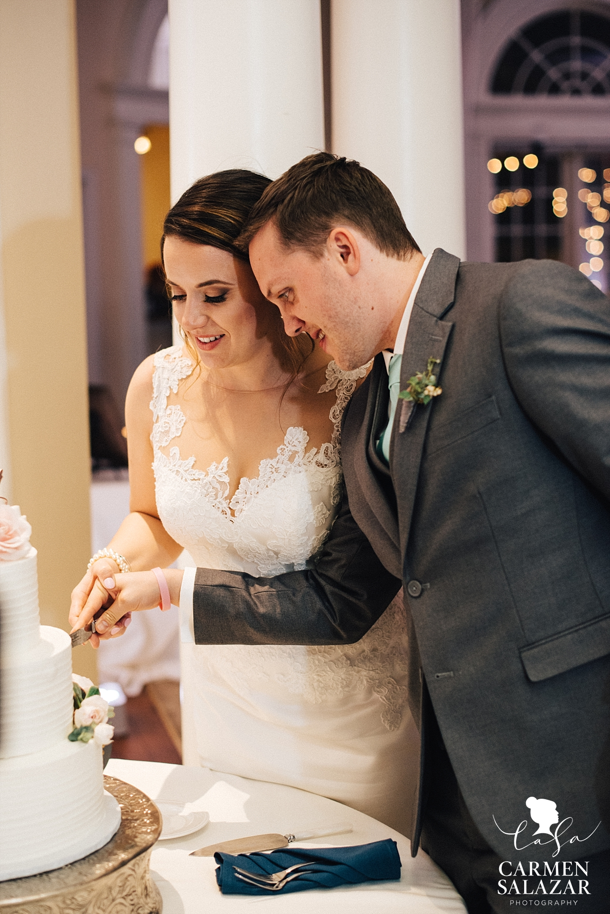 Vizcaya wedding cake cutting - Carmen Salazar