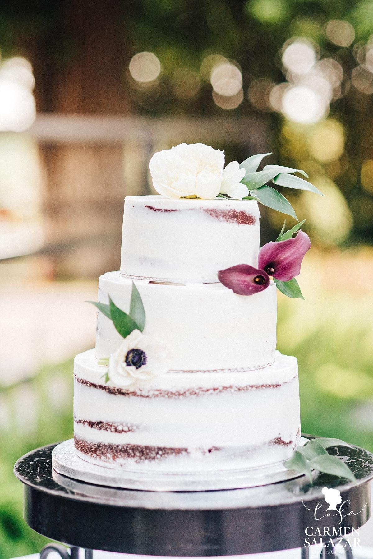 Simple floral wedding cake design - Carmen Salazar