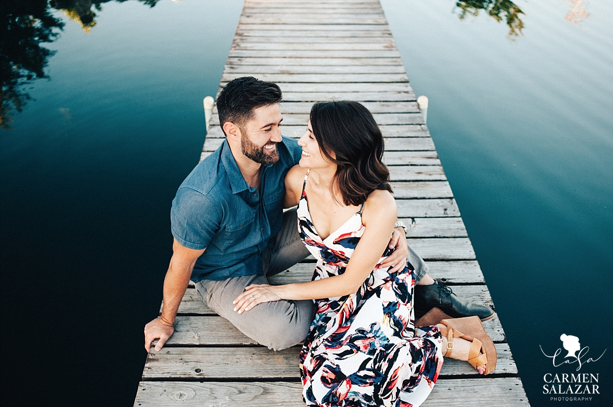 Lakeside pier engagement session - Carmen Salazar