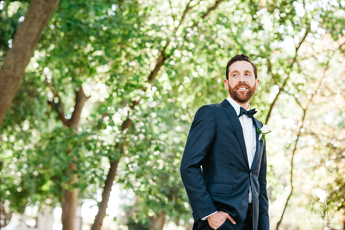 Natural light groom portraits - Carmen Salazar