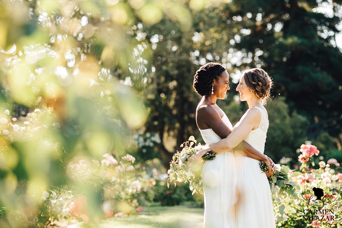 Bright and joyful same-sex wedding photography - Carmen Salazar